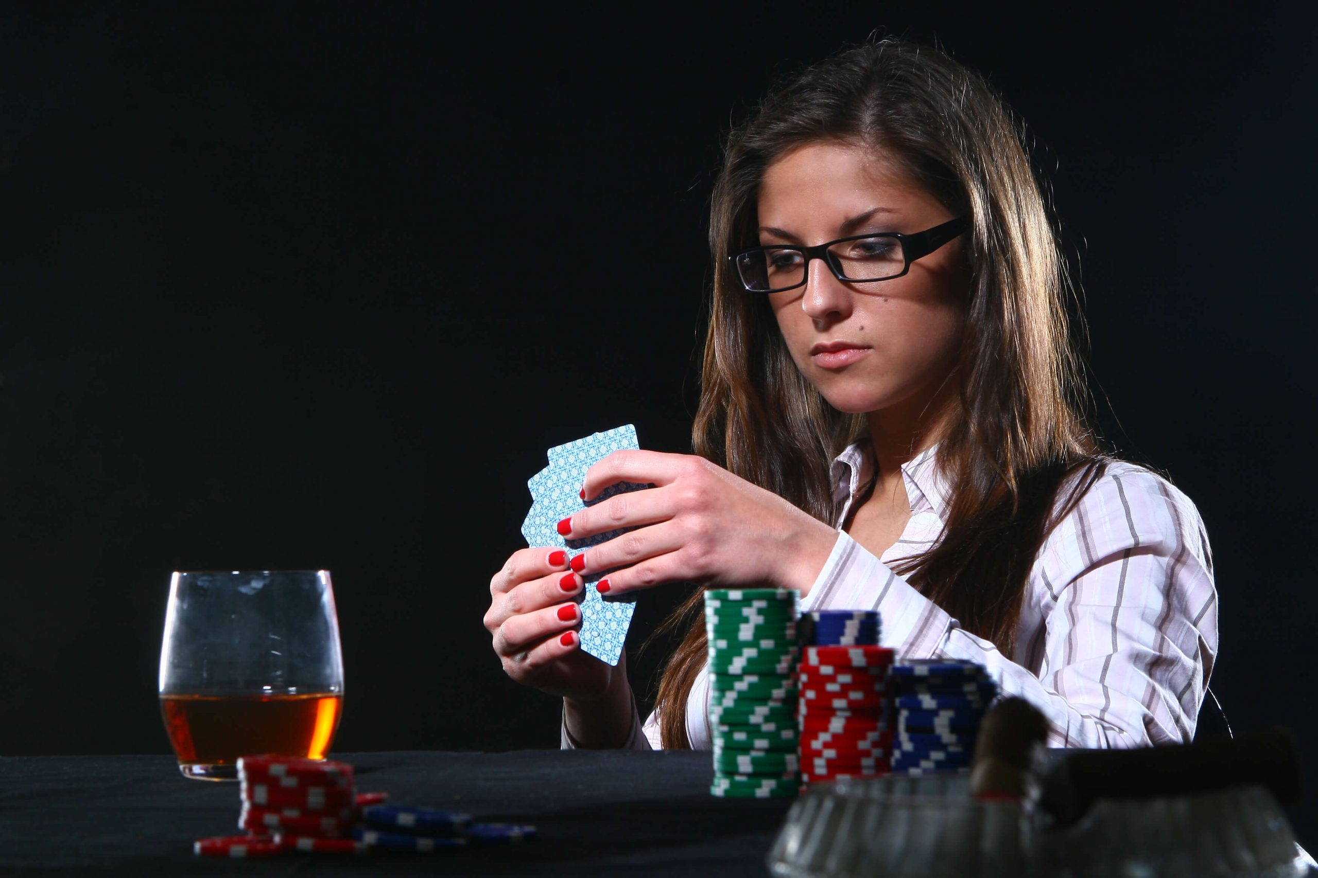 woman_playing_poker