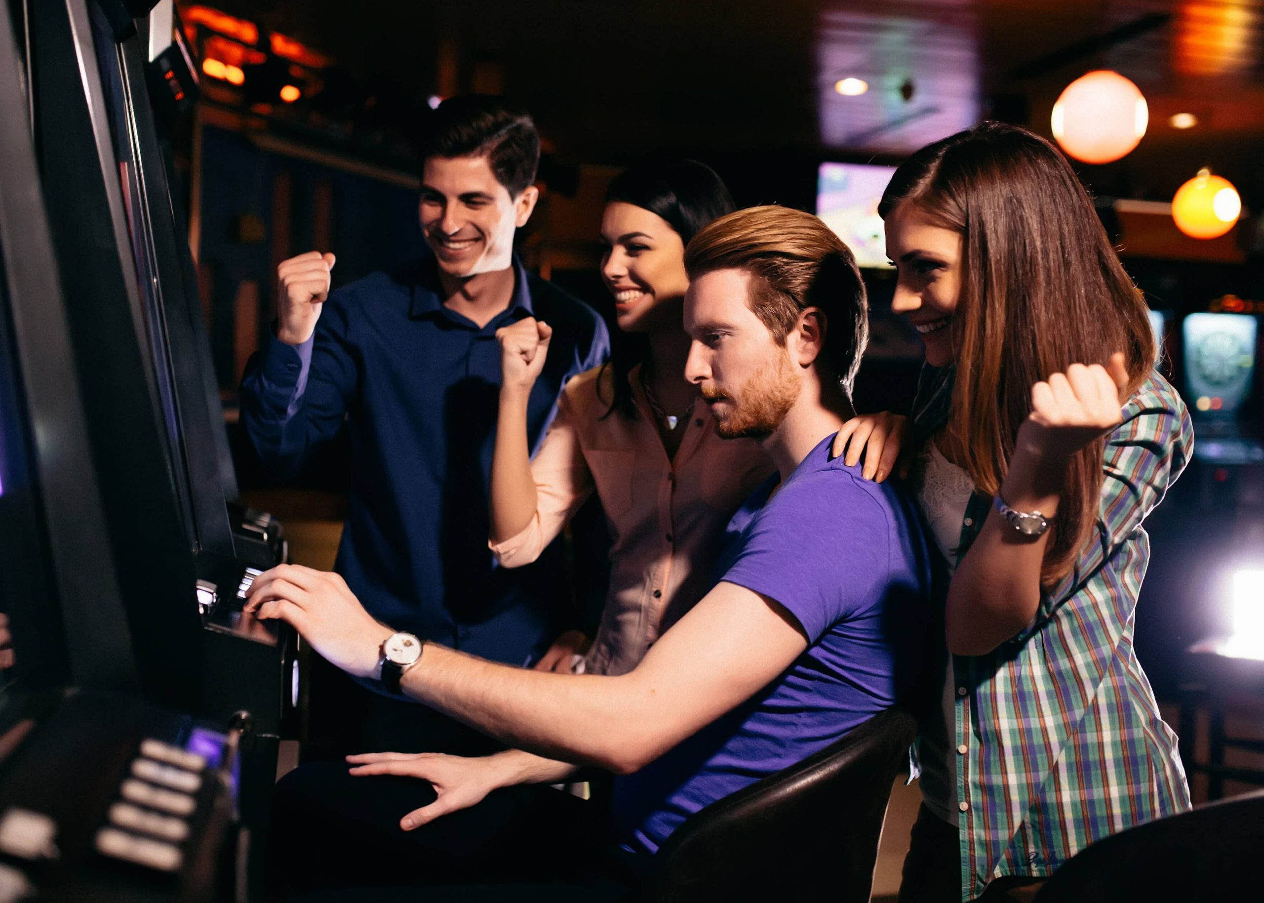 young_people_playing_slots